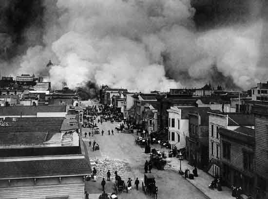San Francisco Mission District burning in the aftermath of the San Francisco Earthquake of 1906. By Chadwick, H. D, US Gov War Department. Wiki.
